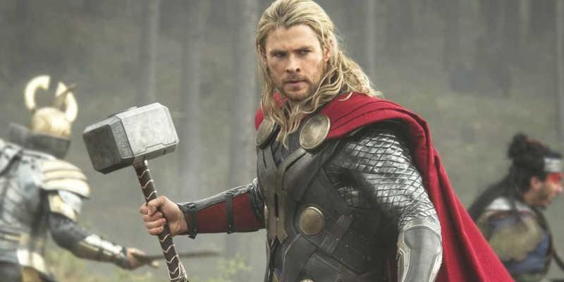 El dios Thor y su famoso martillo o Mjolnir