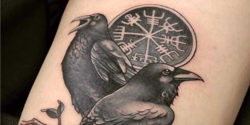 Tatuaje cuervos vikingos